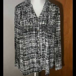 Jaclyn Smith black and white long sleeve blouse